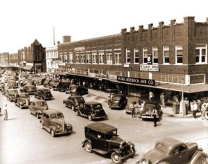 Cars in Downtown Waxahachie